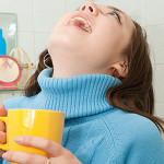 Полоскание горла холодной водой для закаливания горла