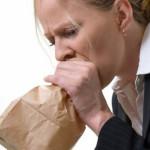 Использование бумажного пакета при учащенном дыхании