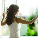Проветривание комнаты для устранения недуга