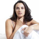 Задыхающееся состояние из-за раздражения в горле