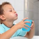 Закаливание горла полосканиями для профилактики болезни